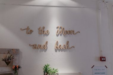 Stand to the moon and back festival mariage trendy l'amour l'amour la mode